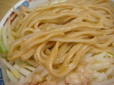 ラーメン二郎栃木街道店麺アップ.jpg