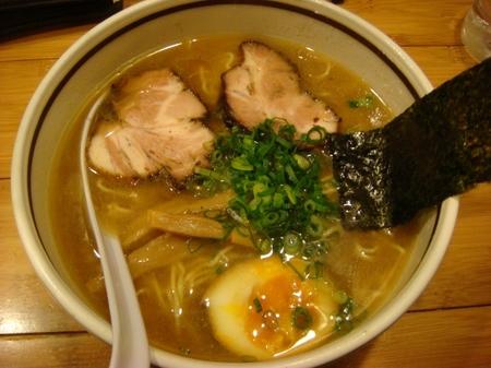 やくみや淡色醤油太麺.jpg