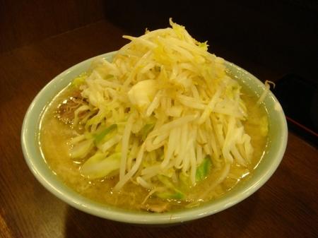 ラーメン二郎池袋東口店ぶた入りラーメン野菜ましまし.jpg