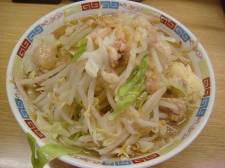 ラーメン二郎栃木街道店ラーメン麺少なめニンニクアブラカラメ.jpg