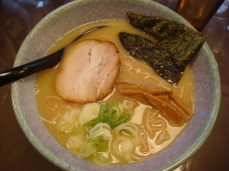 気むずかし家鶏白湯黒小麦麺.jpg