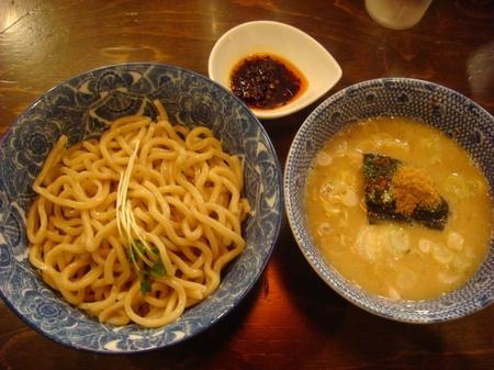 紋次郎つけ麺辛味付き.jpg